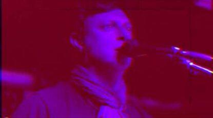 """vídeoclip de la canción """"Del revés"""", incluido en su álbum El espejo. Realizado por Diego Olmo"""